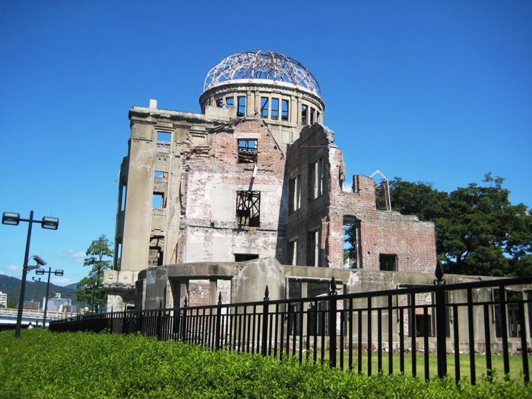 原爆ドームは、広島県物産陳列 ...